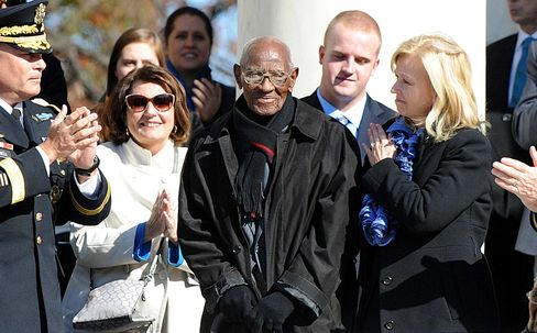 Richard Overton, who is believed to be the oldest living World War II veteran is being acknowledge by United States President Barack Obama during a ceremony to honor veterans at the Tomb of the Unknowns at Arlington National Cemetery on November 11, 2013 in Arlington, Va.