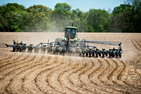 Farmers Rush to Plant Ahead of Storms, Tweeting All the While
