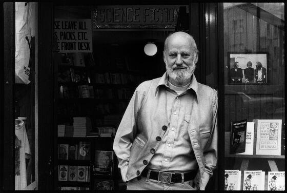 Lawrence Ferlinghetti, Beat Poet, 'Howl' Publisher, Dies at 101