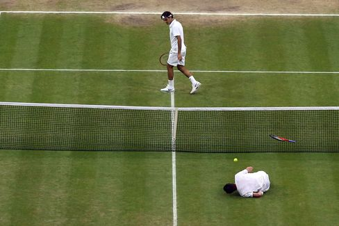 Federer Wins Third Set of Wimbledon Final