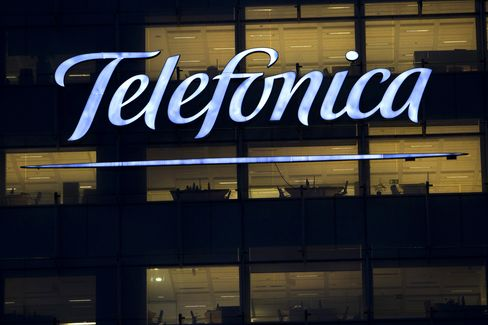Telefonica Said to Proceed With German IPO Plans to Reduce Debt