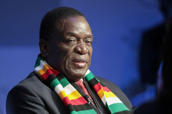 Zimbabwe Asks Britain to Help Compensate White Farmers, SM Says