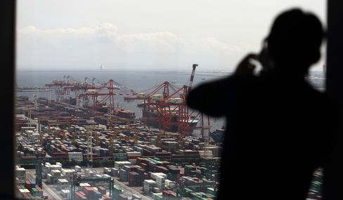 Japan's Exports Surge by Most Since 2010 in Boost for Abenomics