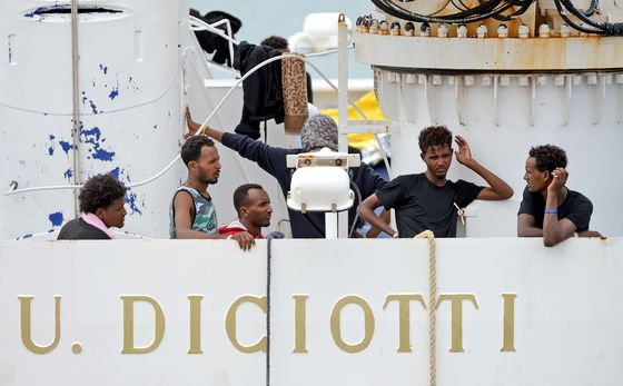 Italy Says It Won't Adhere to EU Budget as Migrants Leave Ship