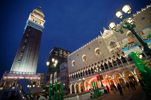 Sands China Sees Macau Pick Up, Says No 'Illegal Activities'