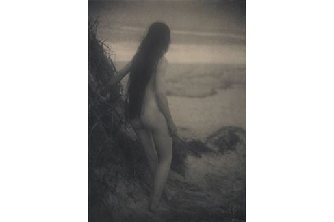Alice Boughton. Nude on Dune (1906). Platinum print.