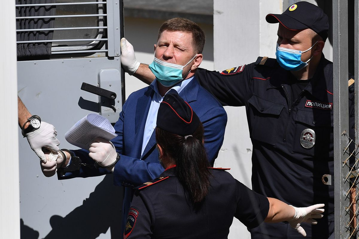Russians Protest Governor's Arrest as Crackdown Deepens