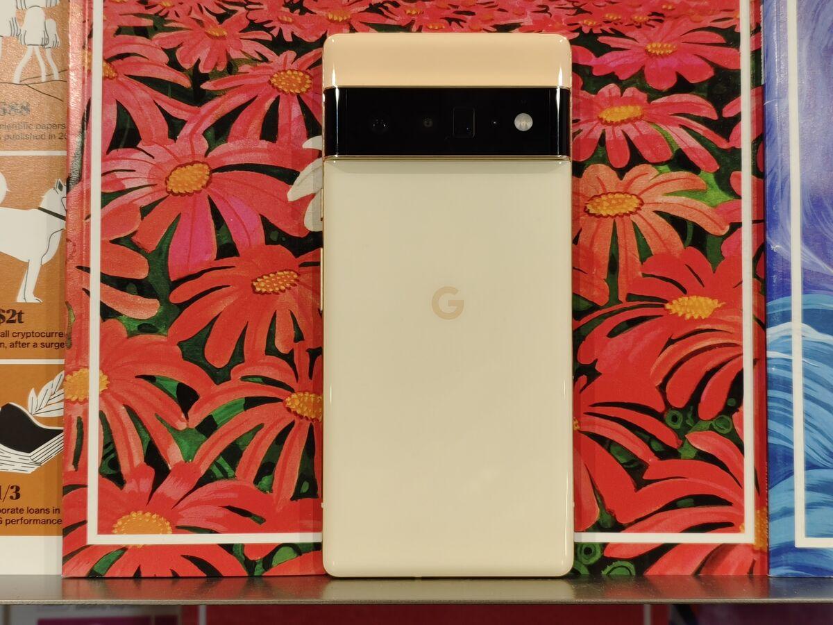 bloomberg.com - Vlad Savov - Google's Pixel 6 Beats iPhone Camera But Fails Elsewhere: Review