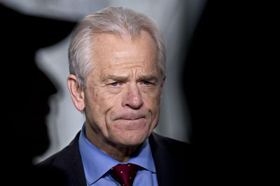 Navarro Blasts Case for Fed Rate Hike to Defend Its Independence