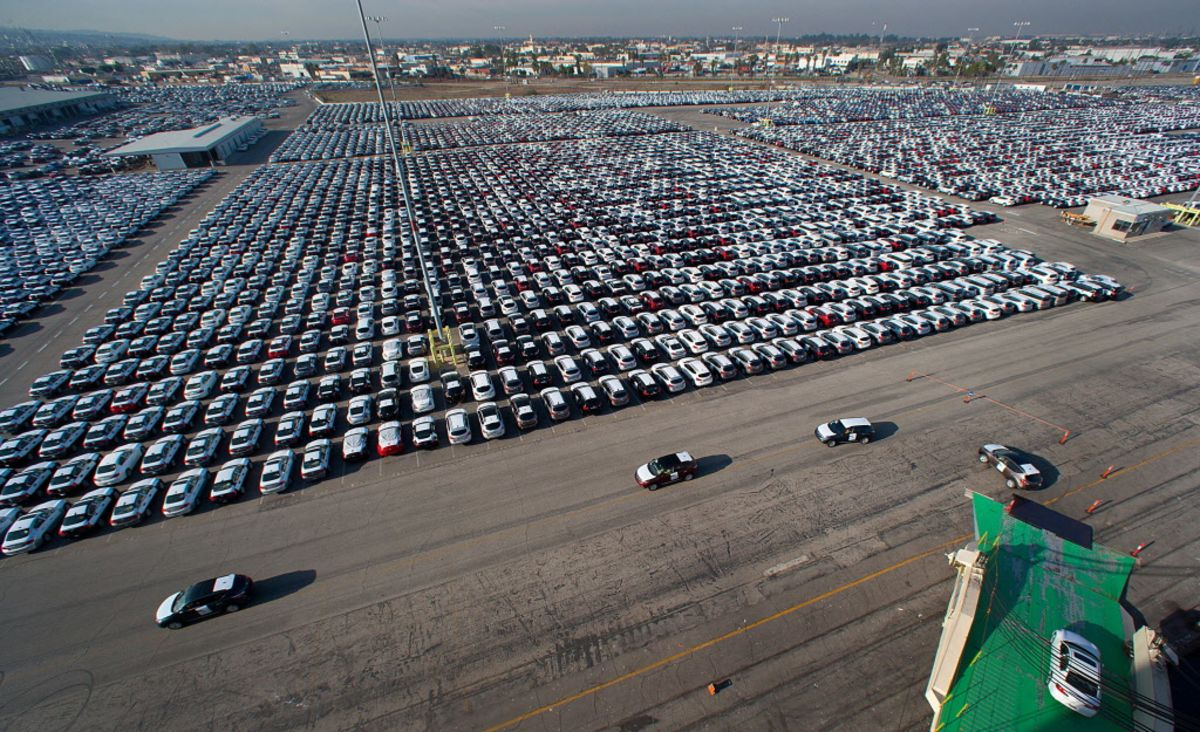 The Truth About Auto Sales - Bloomberg