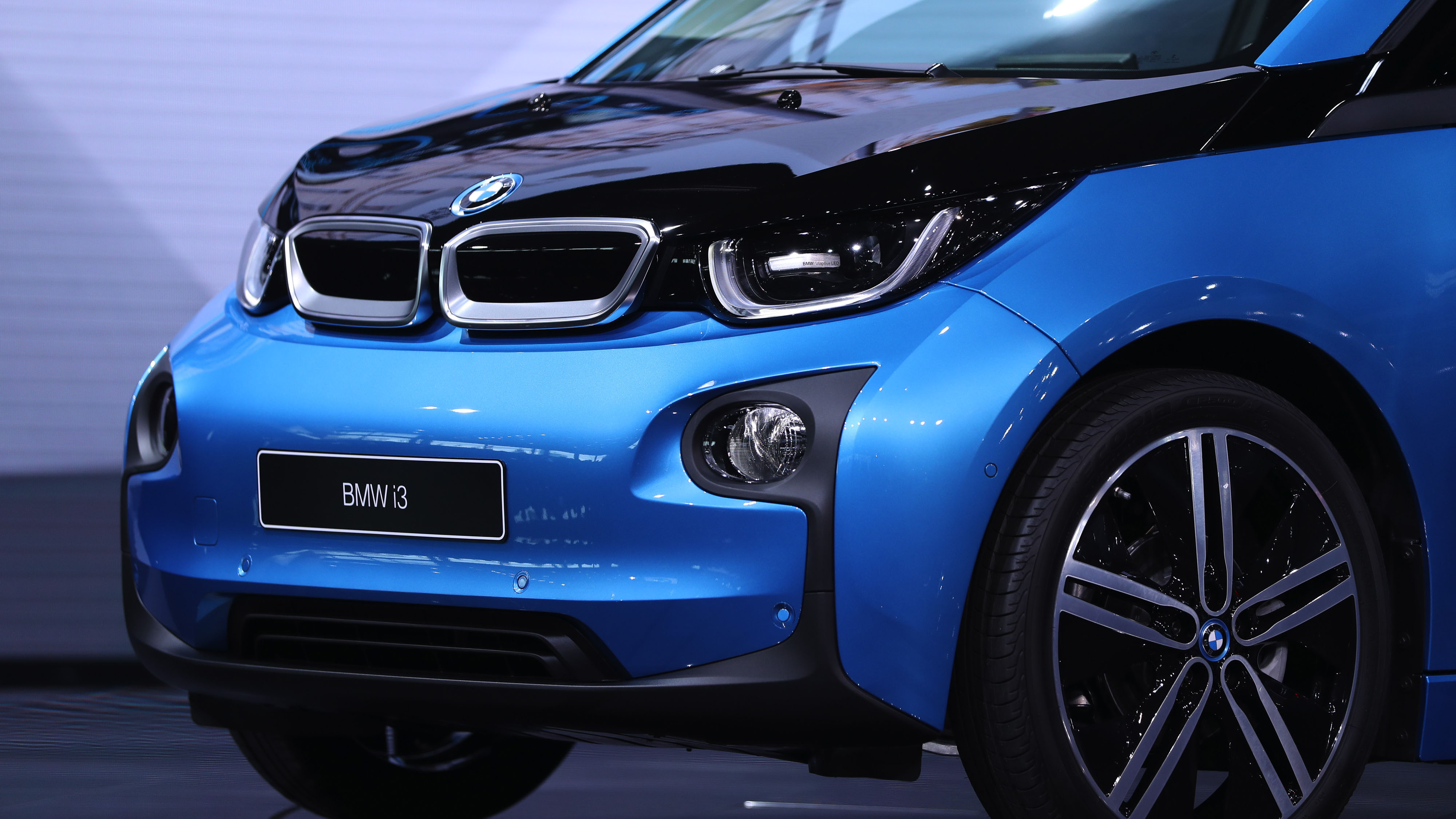 Bmw Set To Roll Out Electric Mini X3 Counter Mercedes Push Bloomberg