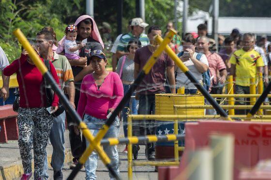 Venezuela Showdown Nears as Guaido Sets a Date for Food Caravans