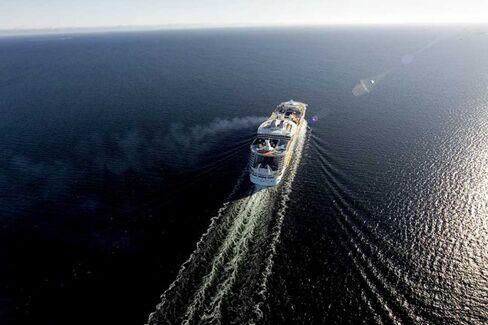 Ahoy, Investor: Royal Caribbean Sees Cash Ahead