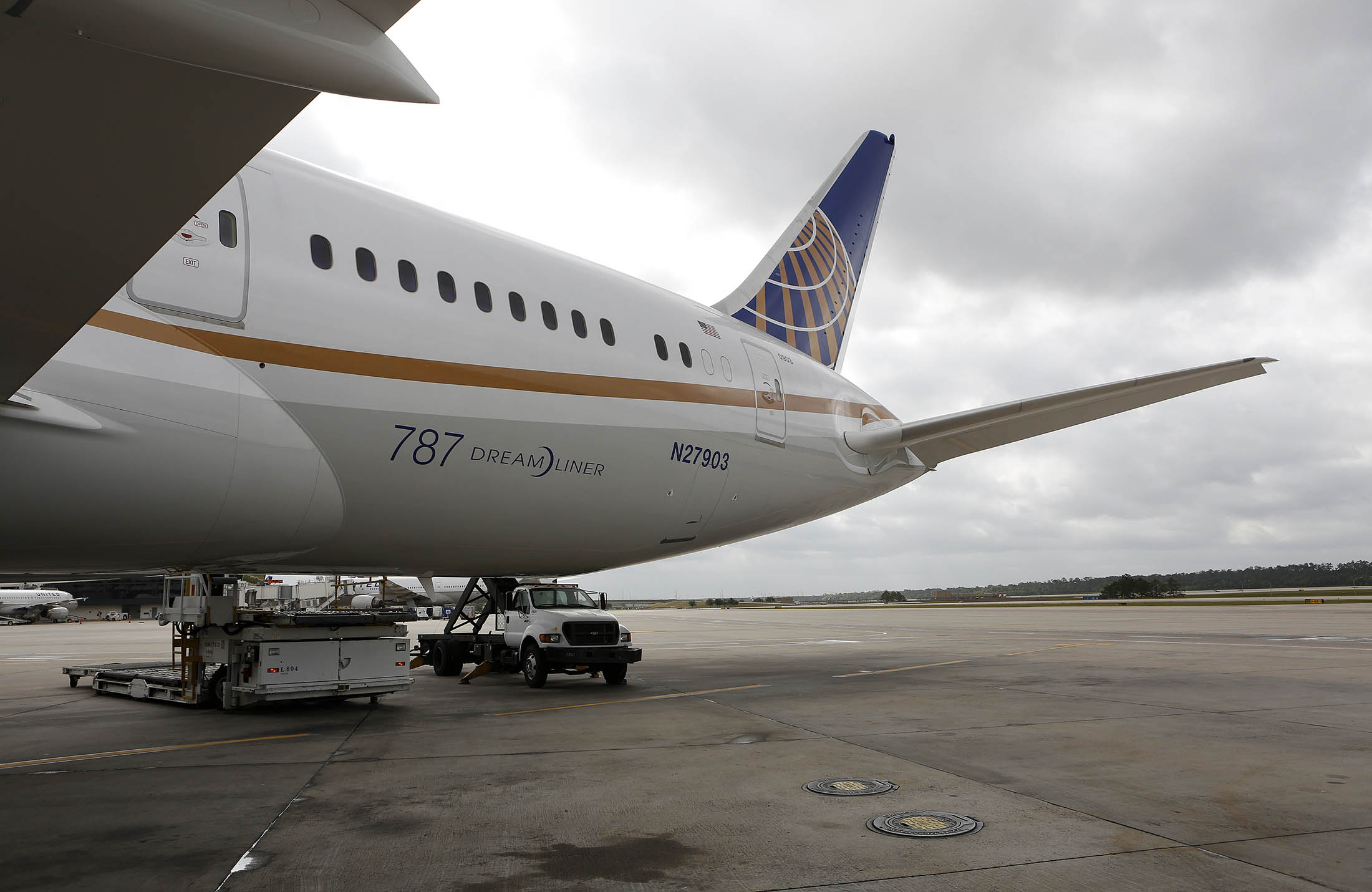 united explores investing in regional airline expressjet bloomberg