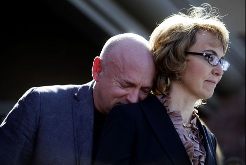 Giffords Urges Background Checks for All Firearm Purchases