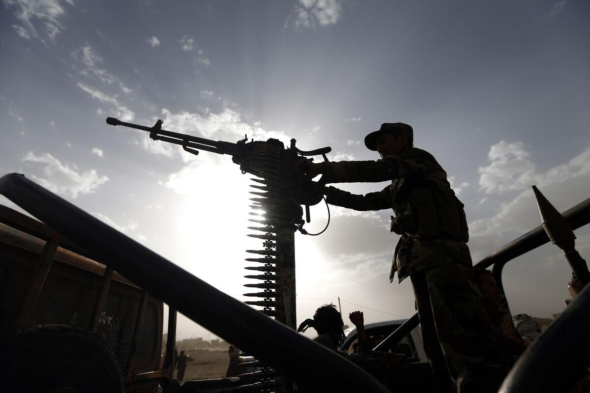 Mountain Battles Signal Path to Yemen Peace Runs Via More War thumbnail