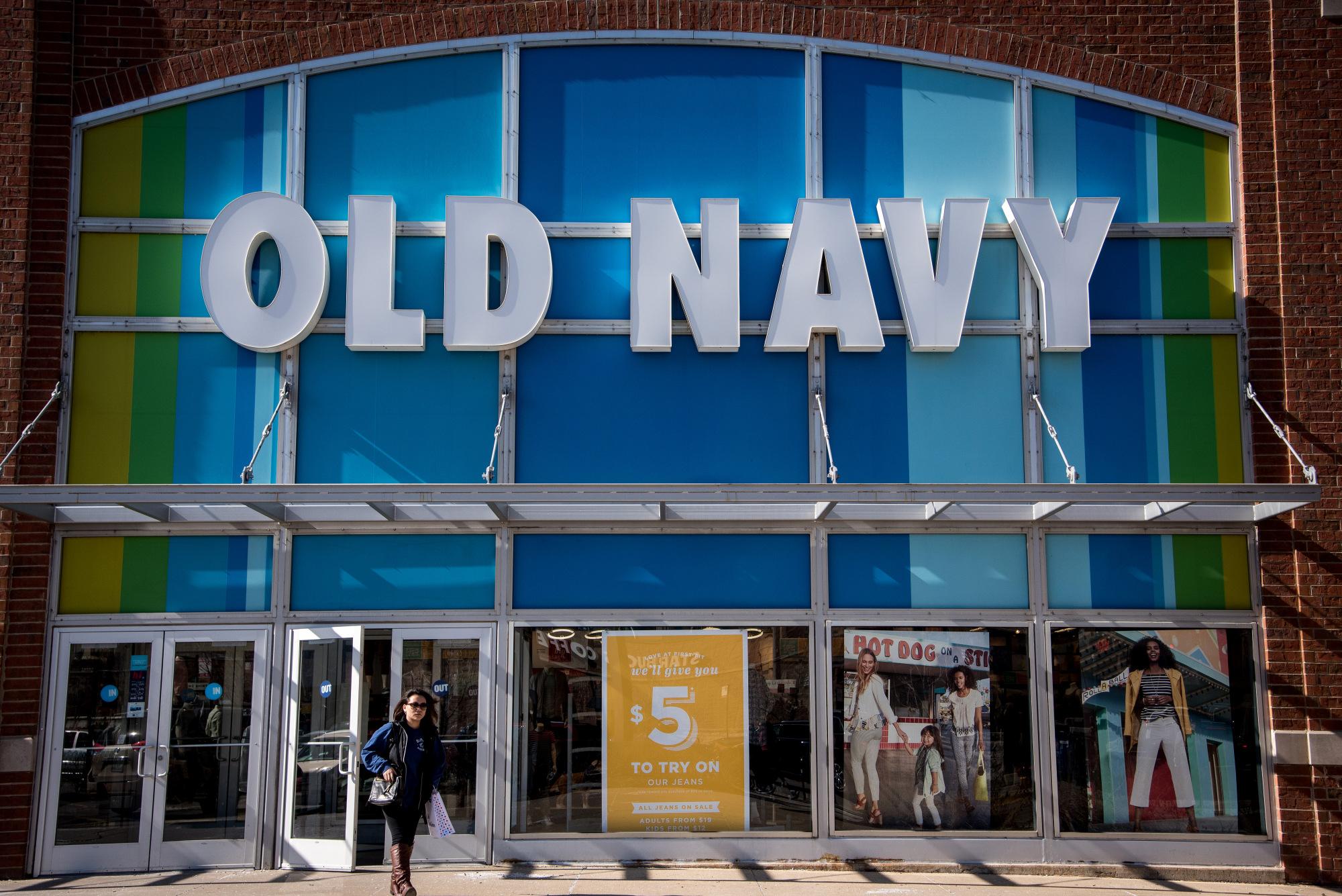 Gap\'s Old Navy Chain Joins Gap Brand in Posting Key Sales Miss ...