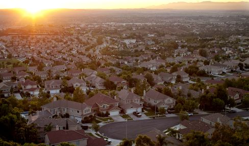 Americans Grow More Confident in Housing Recovery, Survey Shows