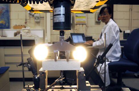 Saint-Gobain Steps Up Cost Cuts as Profit Misses Estimates
