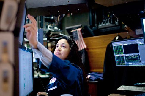 In Times of Trouble, Wall Street Women Get the Boot