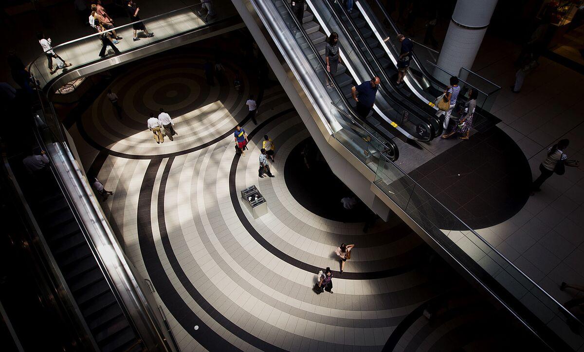 Economic Concerns Send U.S. Consumer Mood to Seven-Month Low