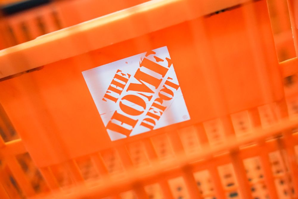 Home Depot Hd Supply Deal Is The Kind Warren Buffett Saw Coming Bloomberg