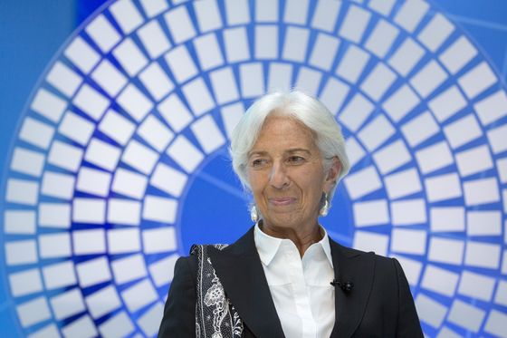 Lagarde Says Europe Faces 'Defining Moment'as Economy Wobbles
