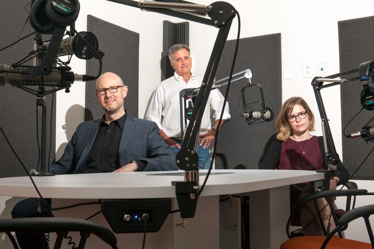 Il team di Panoply media nel loro ufficio di Brooklyn: Andy Bowers, direttore creativo, Matt Turck, direttore finanziario, Laura Mayer, direttore della produzione