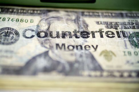 Mom With HP Printer Shows the Digital Ease of Counterfeit Bills