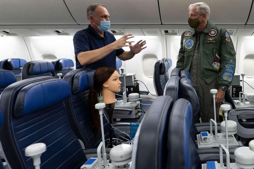 relates to 咳するマネキン、旅客需要取り戻せるか-機内でウイルスどう広がる