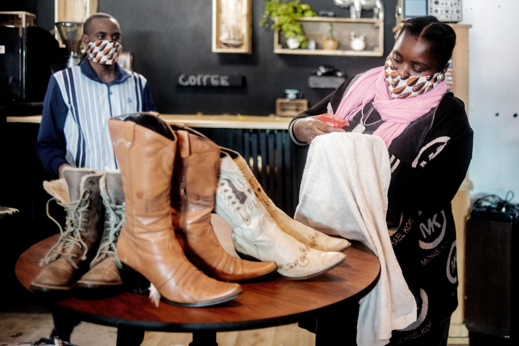 Bizarre Clothing Rules For Lockdown Baffle South Africans Bloomberg