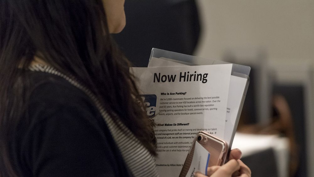 U.S. Jobless Claims Decline to Lowest Level Since Mid-April