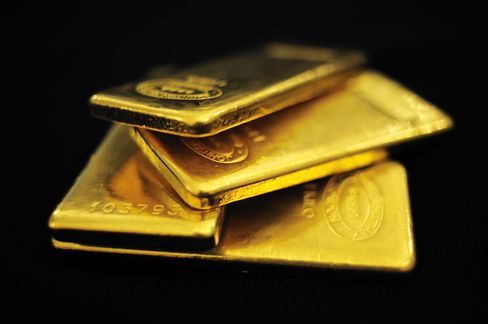 Paulson Gold Fund Said to Lose 27% Last Month as Metal Falls
