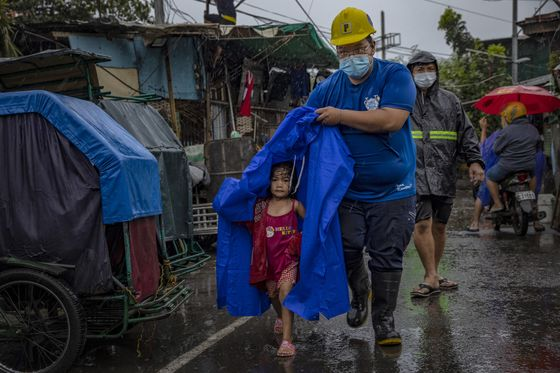 Super Typhoon Goni's Death Toll Rises to 16 in Philippines