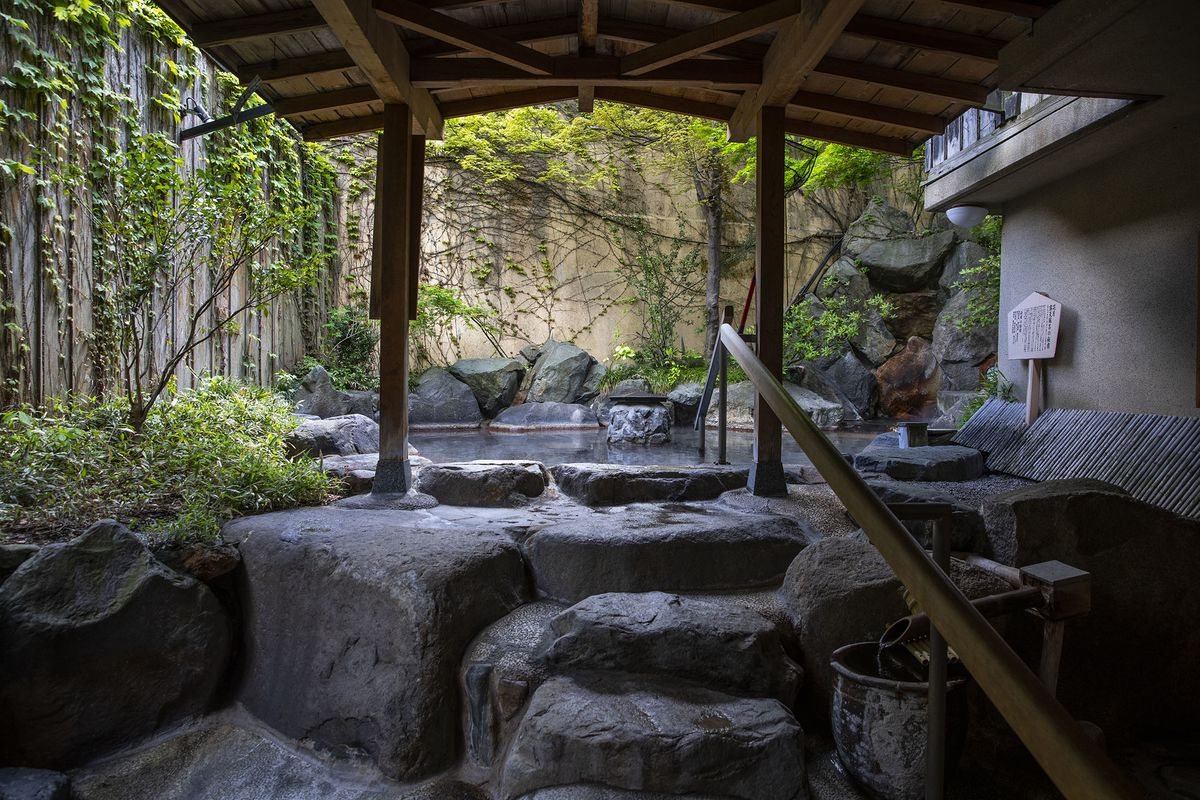 Japan 39 s onsen traditional hot springs attract private - Ryokan tokyo with private bathroom ...