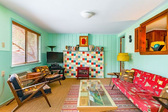 The B-52s' Kate Pierson Is Selling Her Woodstock-Area Motel