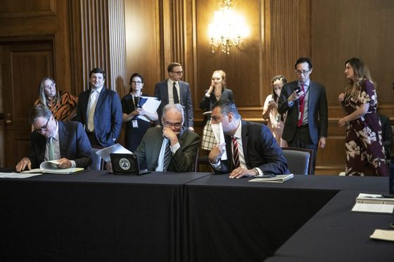 Democrats Weigh Plan to Muscle Through Immigration Changes