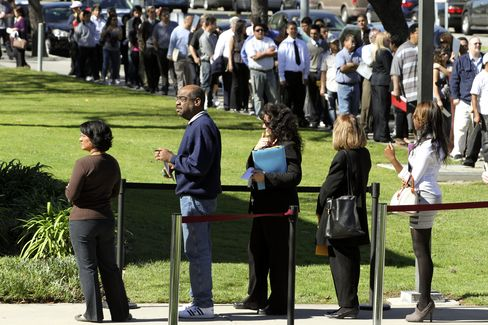 U.S. Initial Jobless Claims Rise 25,000