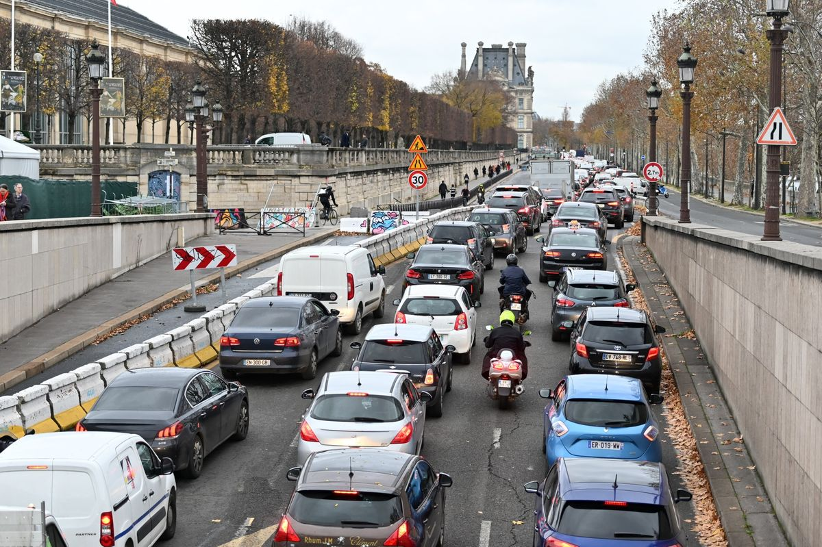 Paris Will Ban Through Traffic in City Center