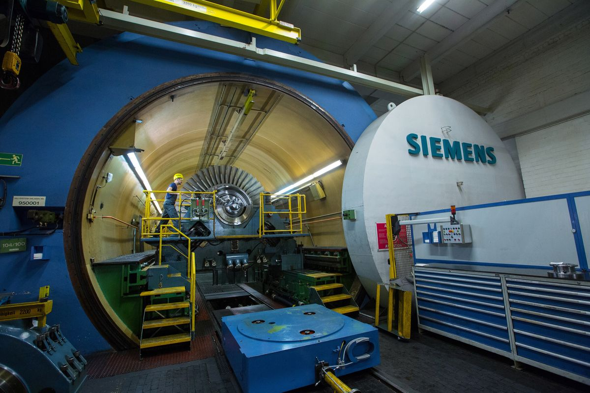Siemens Warns of `Painful' Power Unit Revamp as Orders Sink