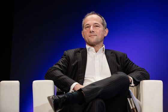 SocGen's Oudea Lifts Capital Strength as Trading Slump Continues