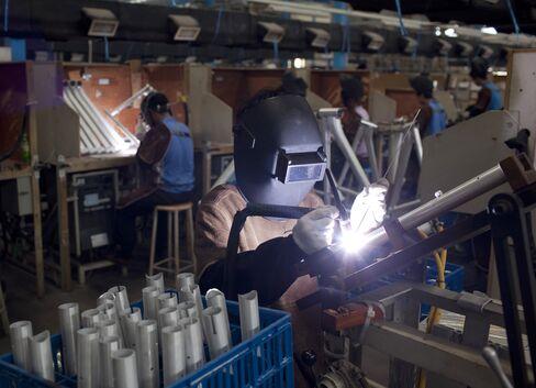 China Beige Book Shows Drop in Optimism as Job-Cut Reports Risea