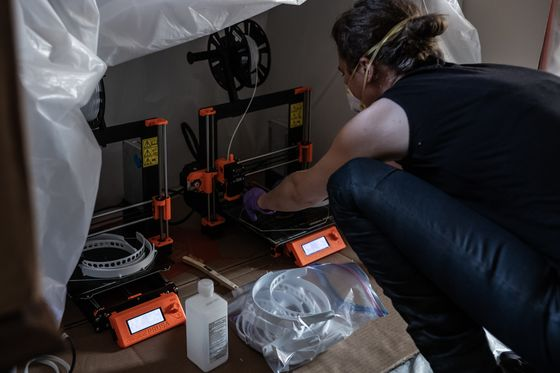 America's Garage Hobbyists Fight the Pandemic With 3D Printers