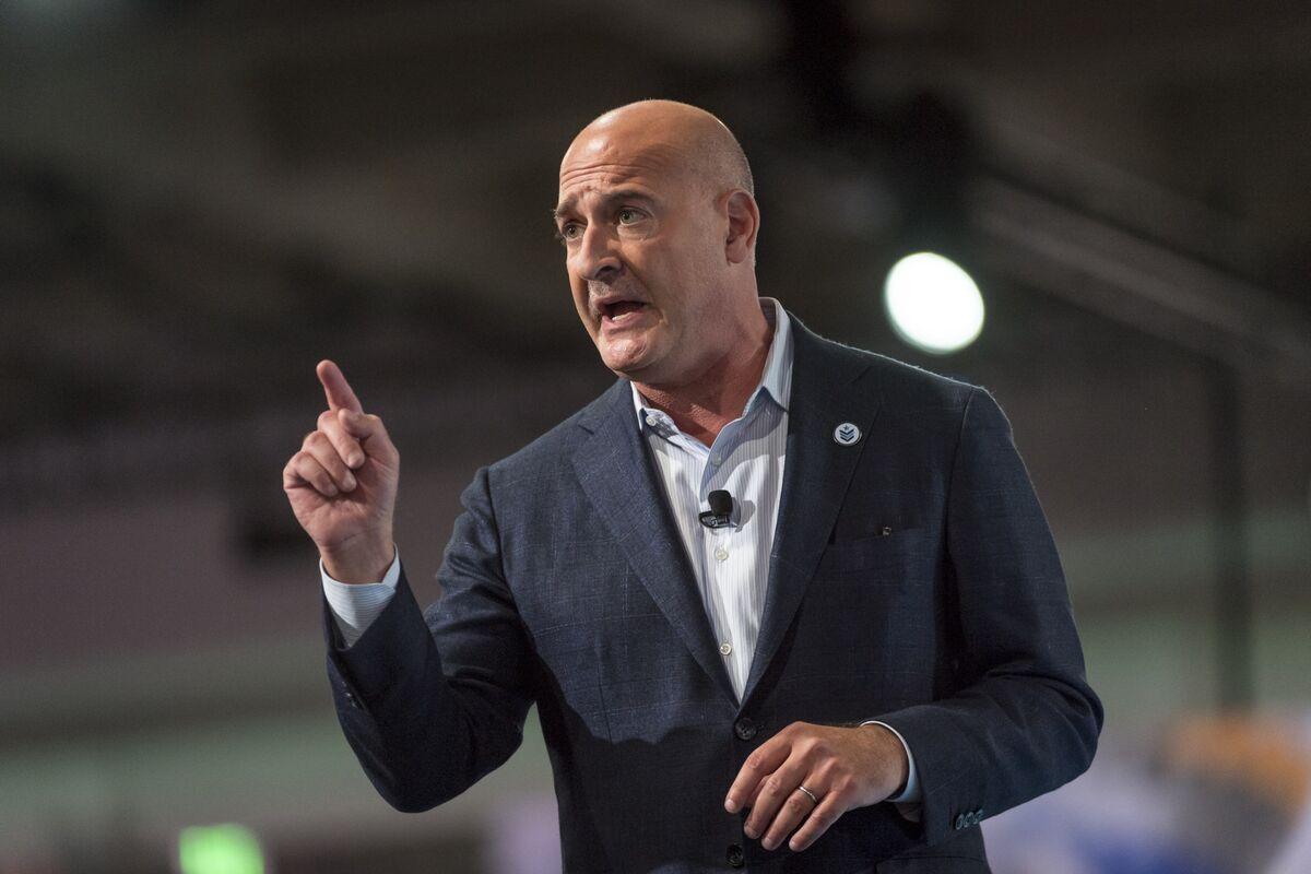 Salesforce Co-CEO Block Departs; Company Raises Outlook