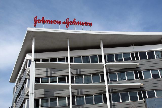 J&J ordered to pay record $1 billion for faulty hip implants