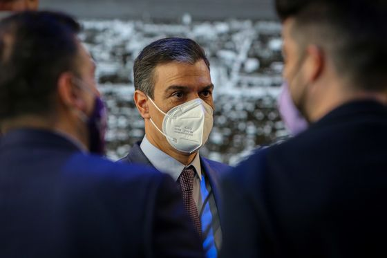 Spain's Sanchez Handed a Gift as Opposition Alliance Ruptures