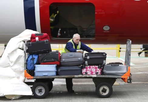 Airlines Lose Fewer Bags
