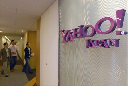 Yahoo Japan Shares Fall on E-Mail Privacy Inquiry