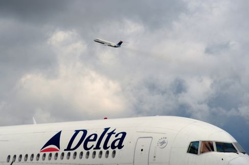 Delta Said to Plan Order of 100 Boeing Jets