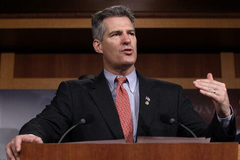 Republican Brown Rallies Democrats to Help Fend Off Warren Bid